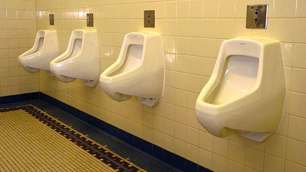 Amende pour avoir manqué l'urinoir en Chine