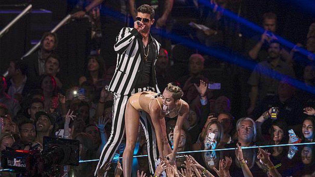 Miles Cyrus dansı tepki topladı
