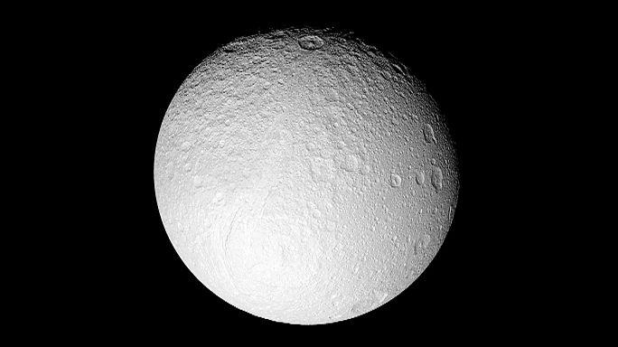 إكتشاف مياه معدنية على سطح القمر