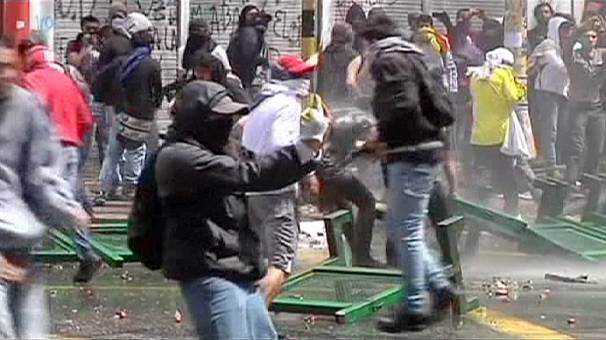 Violence grows as Colombian farm strike spreads