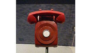 """Το """"κόκκινο τηλέφωνο"""" έκλεισε μισό αιώνα ζωής"""