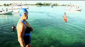world 64-letnia najada płynie przez Cieśninę Florydzką