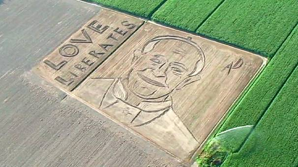 Field-artist reveals his latest creation in Italy