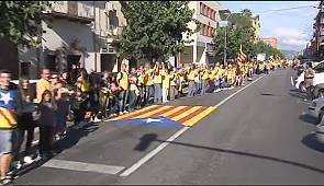 Catalan separatists buoyed by vivid human chain for independence from Spain