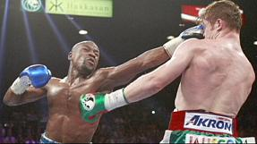 Mayweather beats Alvarez in Las Vegas title fight