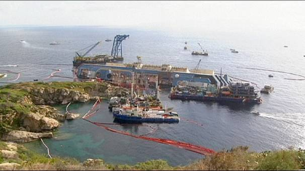 Slow progress as Costa Concordia wreck recovery continues after dark