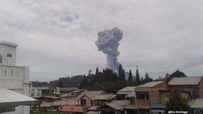 Indonésie : le volcan Sinabung crache sa colère