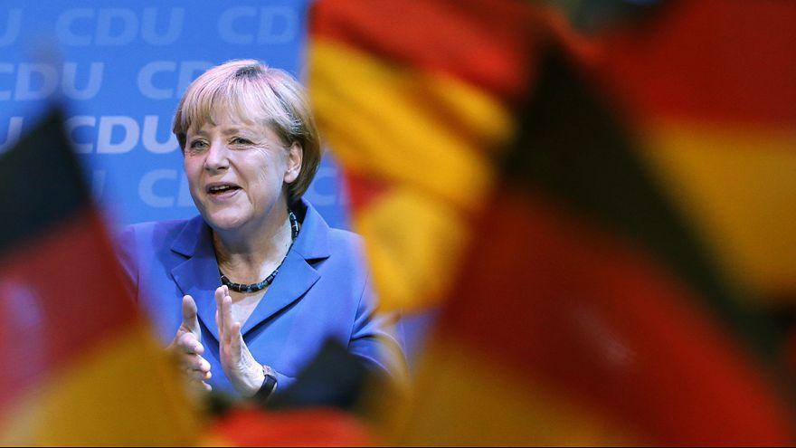 Germania: Merkel trionfa e festeggia