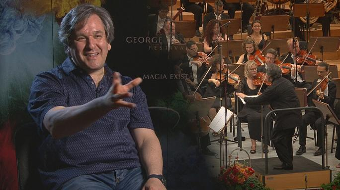 Un maestro y su orquesta de gira
