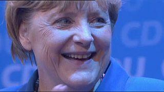 ميركل تتربع على عرش السياسة الألمانية وتمد يدها الى منافسيها اليساريين