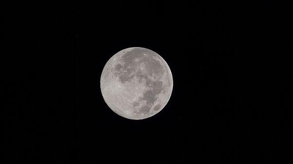 Η Σελήνη είναι 100 εκατ. χρόνια νεότερη;