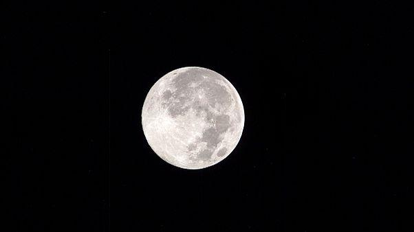 Στη γοητεία της Γης υπέκυψε το Φεγγάρι