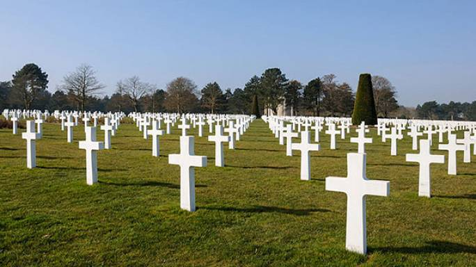 Americans' long trip to visit war dead hit by own government's shutdown