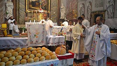 Rapping parish priest hopes to modernise church in Hungary