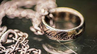 Hobbitláb és Frodo kardja a Gyűrűk ura aukcióján