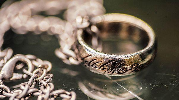 Des accessoires du 'Seigneurs des anneaux' proposés à la vente aux enchères