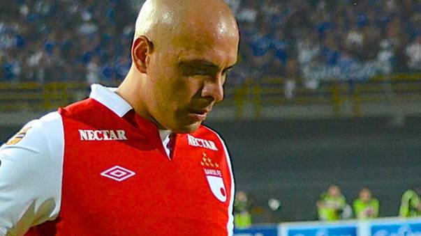 Independiente Santa Fe buy shirts from street vendor after forgetting kit