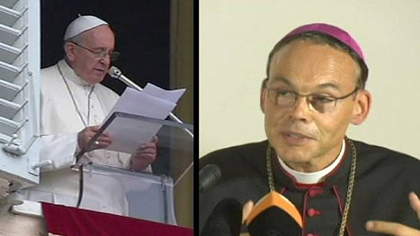 Papst lõsst Limburger Bischof im Amt - Auszeit für Tebartz-van Elst