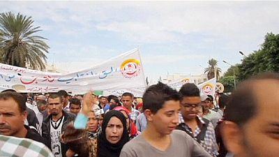 Tunisia, ancora proteste ai funerali degli agenti uccisi a Sidi Busid