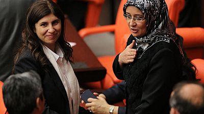Historischer Moment: Kopftücher im türkischen Parlament