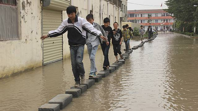 More than 1,000 students trapped in China by floods triggered by Typhoon Haiyan