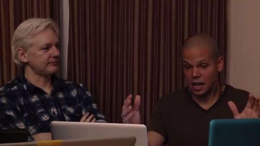 A Wikileaks atyja slágert gyártott