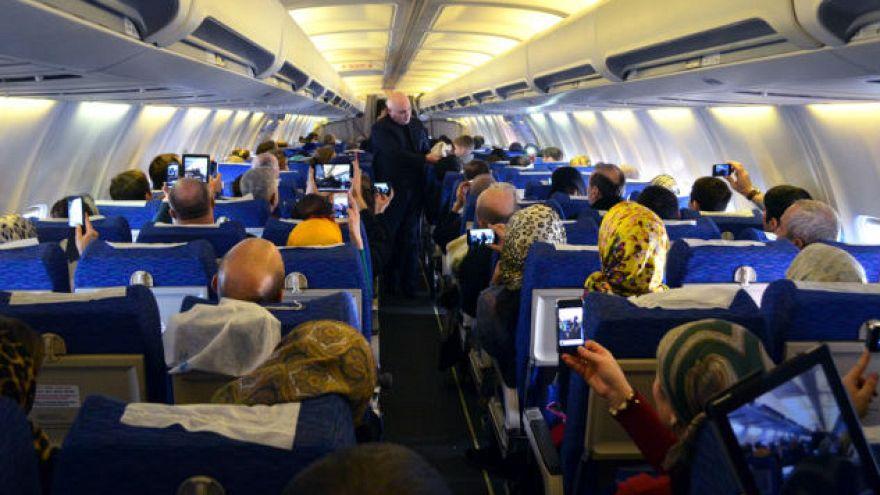 Uçaklarda elektronik cihazlara yönelik kısıtlamalar azalıyor