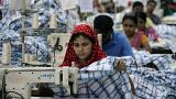 Az éhbérért dolgozó bangladesi textilmunkások összecsaptak a rendőrökkel
