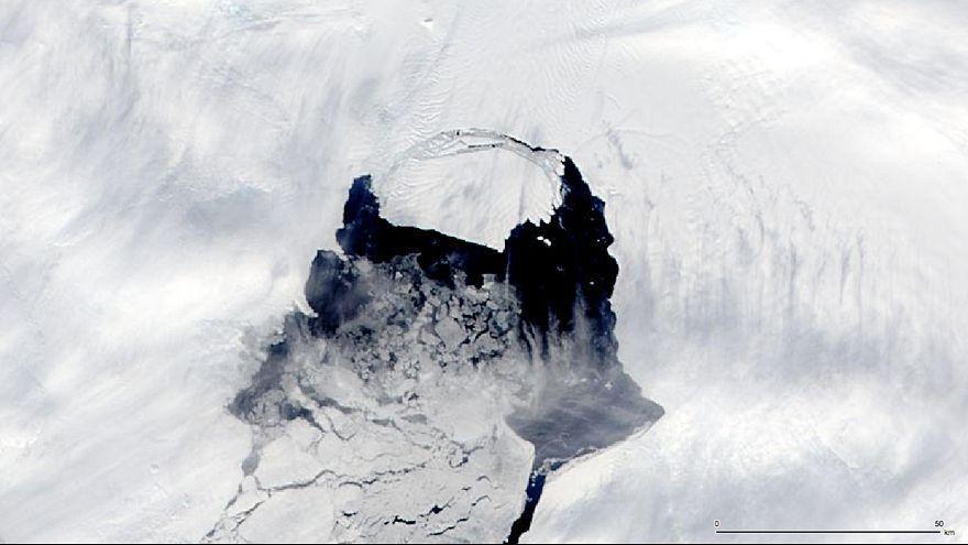 Gigantikus jéghegy fenyegeti a hajókat a déli féltekén