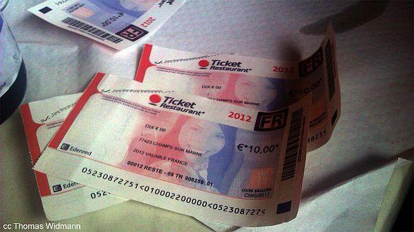 Des tickets-restaurant contrefaits en Chine saisis par les douanes françaises