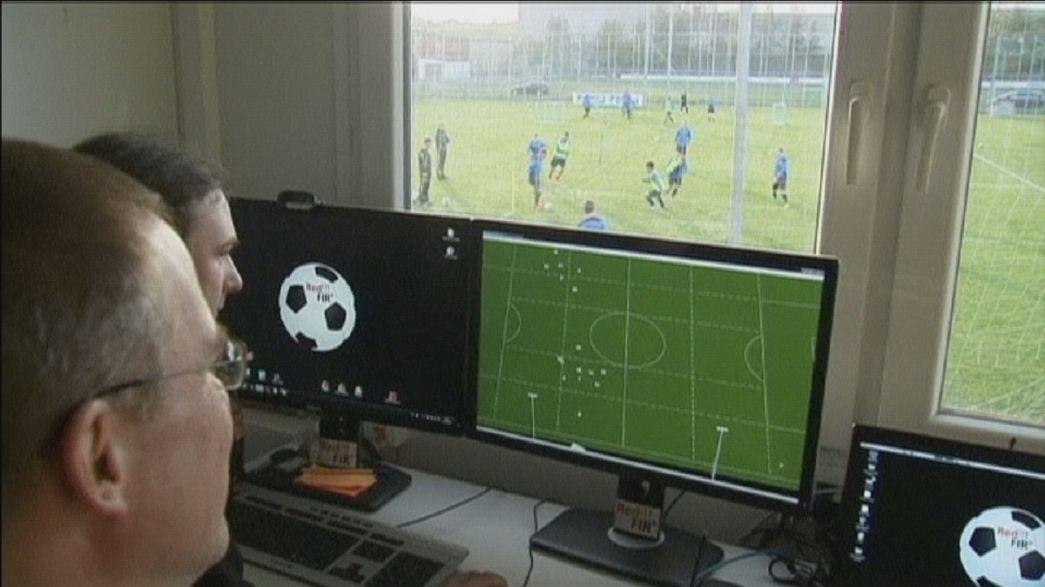 Jogadores de futebol com sensores no corpo