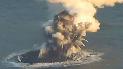 [Video] New volcanic island appears off the coast of Japan