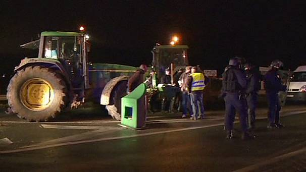 French farmers blockade Paris roads over EU agriculture reforms