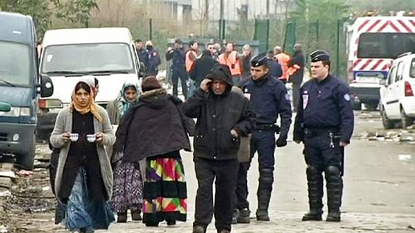 French police evict 800 Roma people from camp in Paris