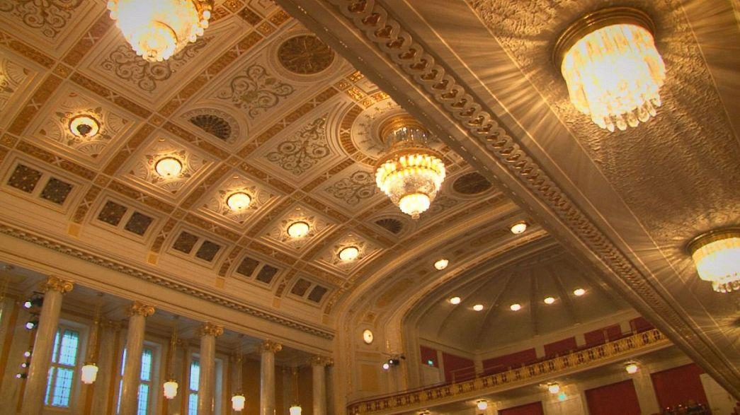"""احتفالات 100 عام على كونزيرتهاوس : غوستافو دوداميل و""""نشيد الفرح"""" لبيتهوفن"""