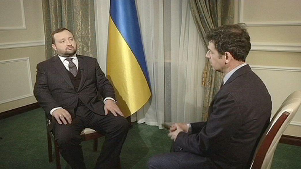Ucrânia garante investigação minuciosa à violência de Kiev