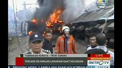 Indonesia: commuter train in deadly collision with fuel lorry