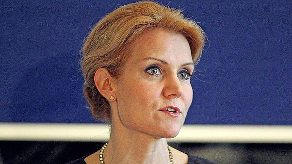 A csinos dán miniszterelnöknő mindenkivel flörtöl
