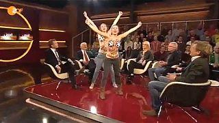 Oben ohne gegen Katar - FEMEN stürmen ZDF