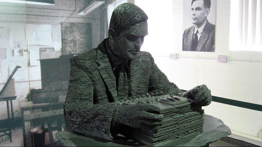 """Royaume-Uni : grâce royale pour Alan Turing, décodeur d'""""Enigma"""", condamné car gay"""