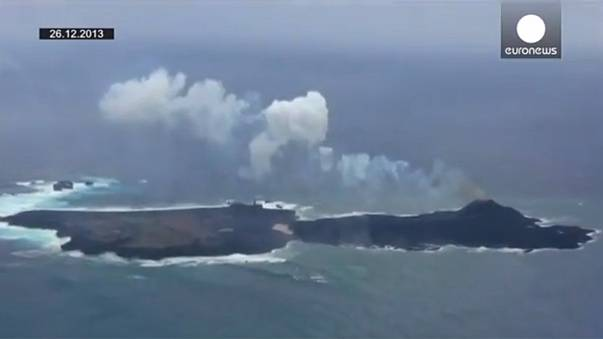Japan: New volcanic island grows, connects to older island as eruption continues