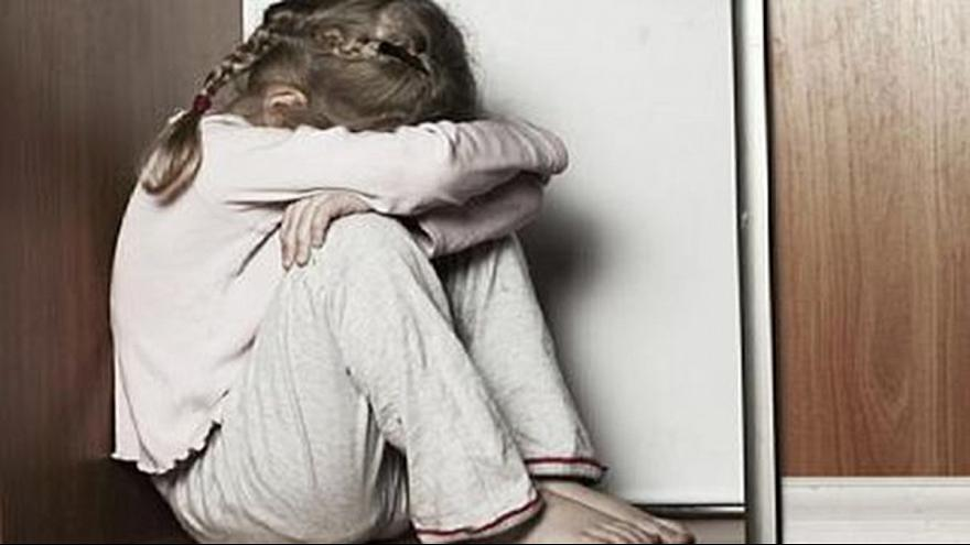 Szabadon engedtek egy pedofilt, mert áldozata szerelmes volt belé