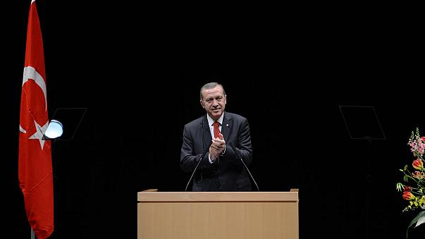 Turkey removes 350 more police from posts after graft probe