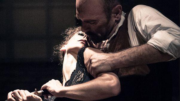 Η «Δεσποινίς Τζούλια» χορεύει φλαμένκο