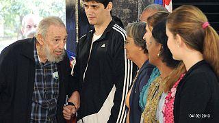 Fidel Castro reaparece tras nueve meses apartado de la vida pública