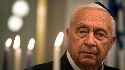 """Sharon: """"leader coraggioso"""" in Israele, """"un criminale"""" per i palestinesi"""