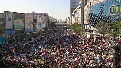 Anti-government protesters try to shut down Bangkok