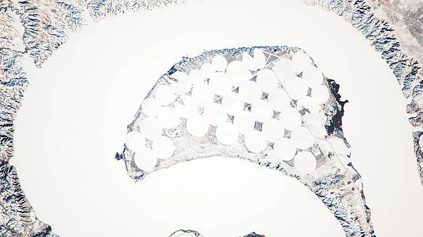 Vu de l'espace : la formation d'un bras mort sur le Missouri rendu visible par l'hiver