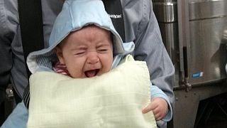 Τα μωρά κλαίνε «ψεύτικα» για να τραβήξουν την προσοχή των γονιών