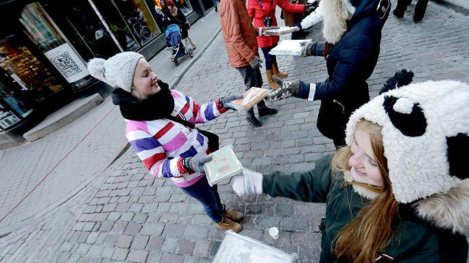 Une chaîne de lecteurs de deux kilomètres de long à Riga